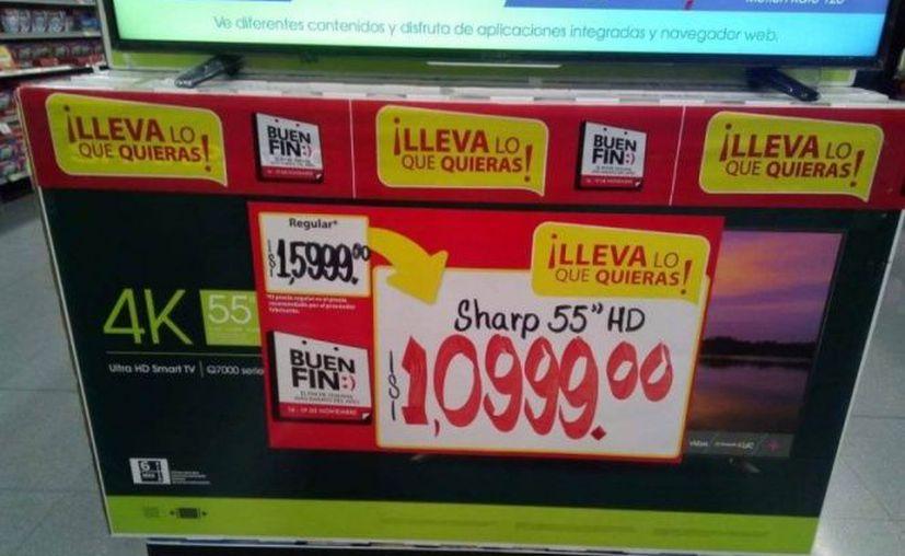 Una tienda de autoservicio remató una televisión de 10 mil pesos, en mil pesos, debido a un error en el cartel del precio. (Excélsior)