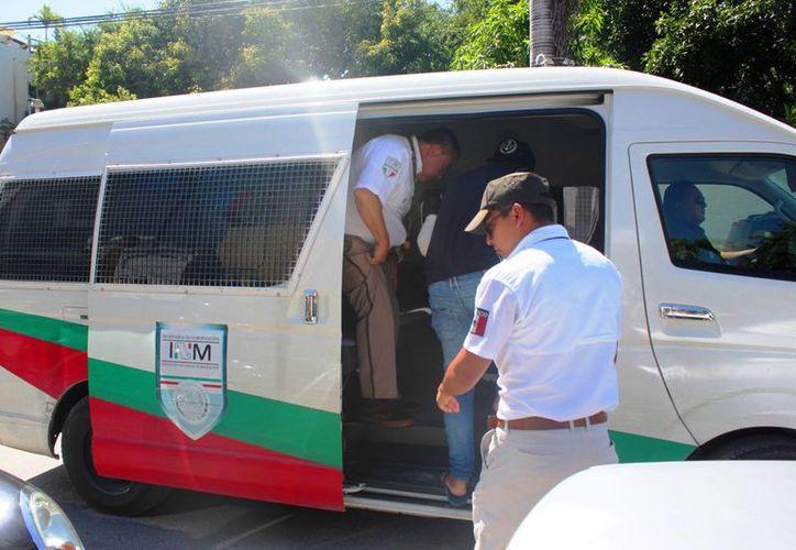 Los operativos del Instituto Nacional de Migración se mantienen en Playa del Carmen. (Daniel Pacheco/SIPSE)