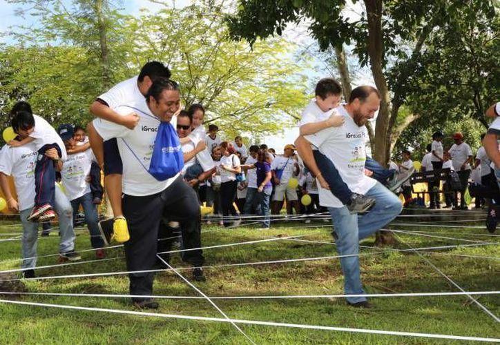 Solo el 11.7 % de los padres de familia en Yucatán recibe más de cinco salarios mínimos (32 mil 916 papás). En la foto, convivencia familiar en la exhacienda Anicabil, el año pasado. (SIPSE)