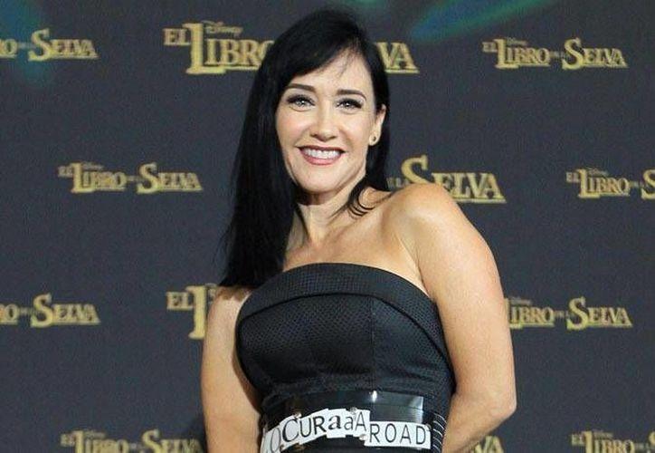 Susana Zabaleta participó en la alfombra verde de El Libro de la Selva, producción en la que prestó su voz a 'Kaa', una seductora serpiente. (Notimex)