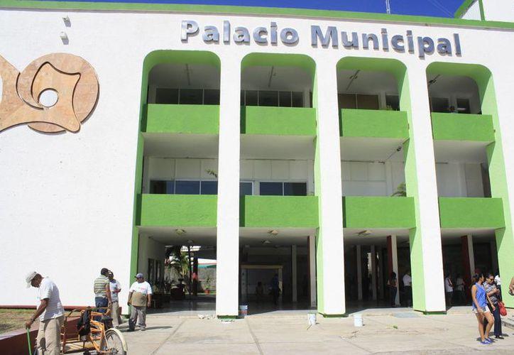 Hasta el momento el municipio sólo tiene cinco millones de pesos, y necesita nueve para complementar los 12 millones de pesos que requieren para la nómina. (Archivo/SIPSE)