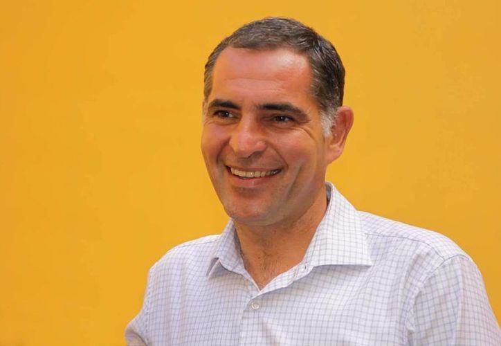 Gabino Cué dijo que el nuevo paro convocado para este viernes no representa ningún obstáculo para la mesa de diálogo. (gabinocue.org/Archivo)