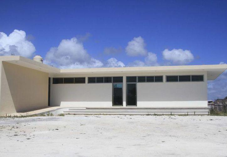 La construcción de la Casa de la Cultura de Mahahual concluyó, ahora sólo se encuentran en espera del mobiliario. (Harold Alcocer/SIPSE)