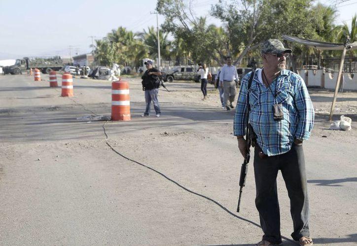 El hijo de Hipólito Mora, Manuel, murió en una balacera con otras diez personas más. (AP)