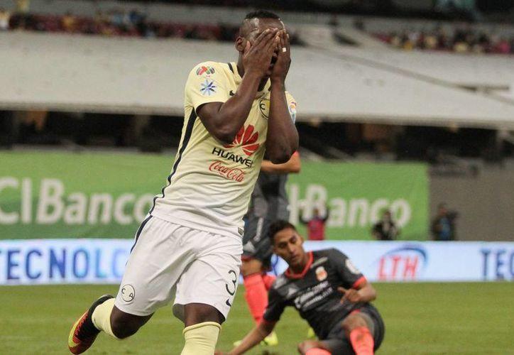 Quintero lamenta una de sus fallas frente al marco que terminaron por costarle el empate al América. (Notimex)