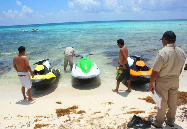 La Capitanía de Puerto en coordinación con la Zofemat realizaron ayer un operativo sorpresa a prestadores de servicios acuáticos. (Daniel Pacheco/SIPSE)
