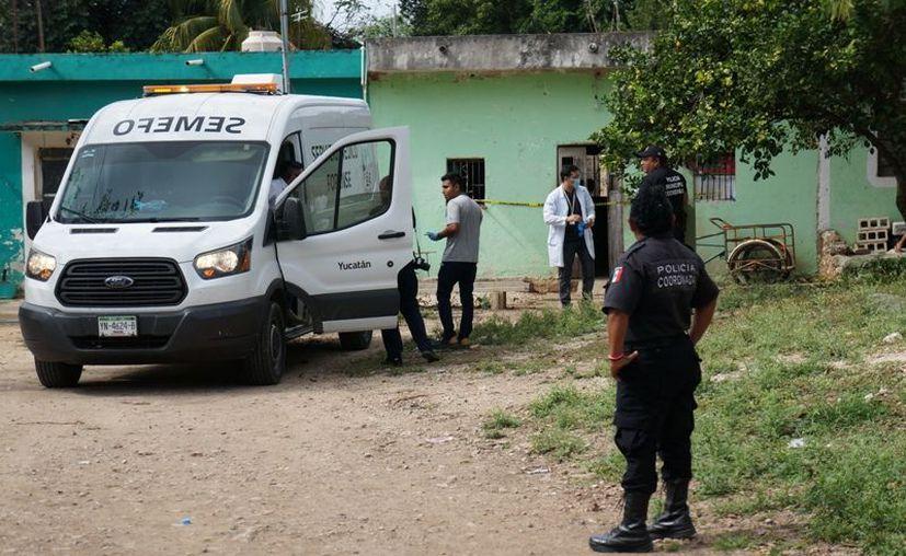 Personal del Semefo se presentó para los trámites de rigor. (Novedades Yucatán)