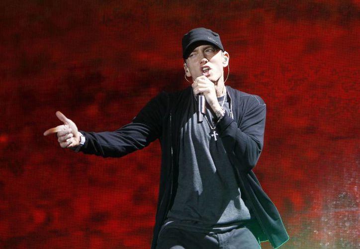 Foto de archivo del rapero Eminem durante un concierto en el estadio de Yanquis en septiembre de 2010. El rapero cumplió la semana pasada el último deseo de un paciente con cáncer. (Foto: AP)