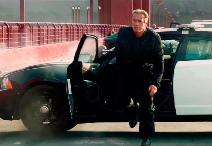 Arnold Schwarzenegger protagoniza 'Terminator: Genesis', 30 años después de que brincara a la fama con la primera película de la saga. (Captura de pantalla)