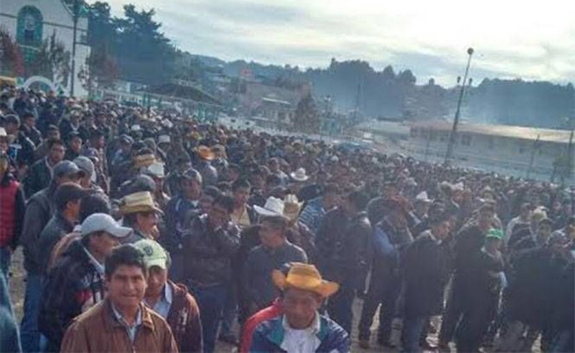 Unos sujetos aprovecharon la multitud de una manifestación para matar al alcalde de San Juan Chamula. (Excélsior)