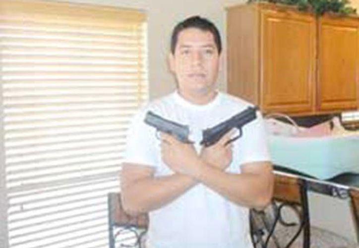 Héctor López Álvarez, director de Catastro en Sabinas, aparece así en Facebook. (excelsior.com.mx)