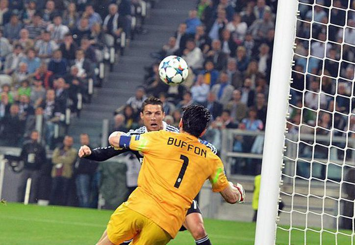 Cristiano Ronaldo, de Real Madrid, aprovechó un centro de James Rodríguez para anotar el transitorio gol del empate ante Juventus en el primer tiempo de la semifinal de ida de la UEFA Champions League. (Fotos: AP)