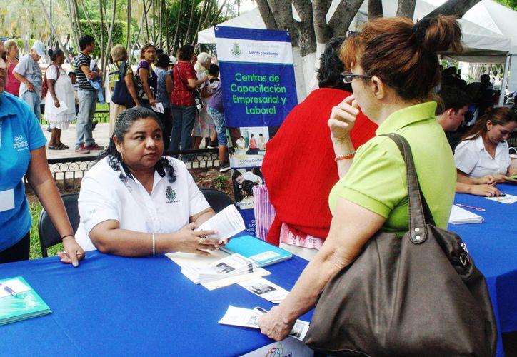 La coordinadora del área jurídica del DIF, Diana García Chan, dice que al mes se atienen en promedio 600 casos. (Cortesía)