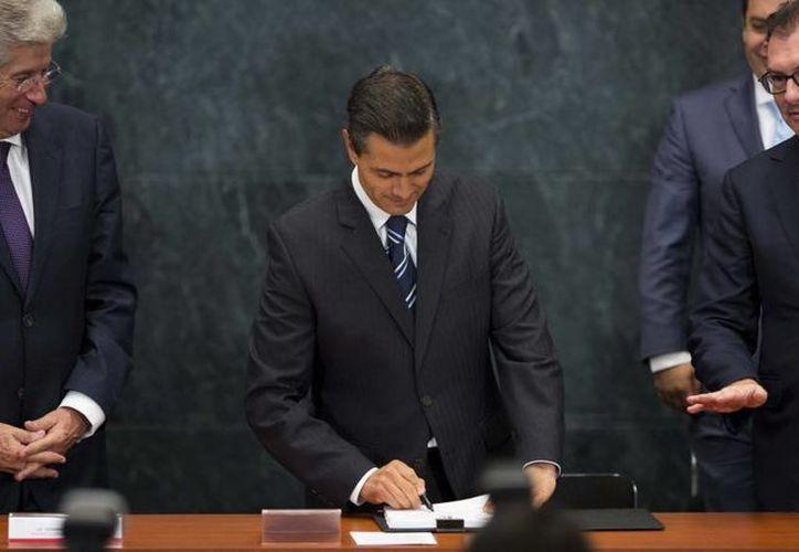 Peña Nieto indicó que la iniciativa de reformas a la Ley de Obras Públicas contiene elementos que favorecen a la economía nacional. (Presidencia)