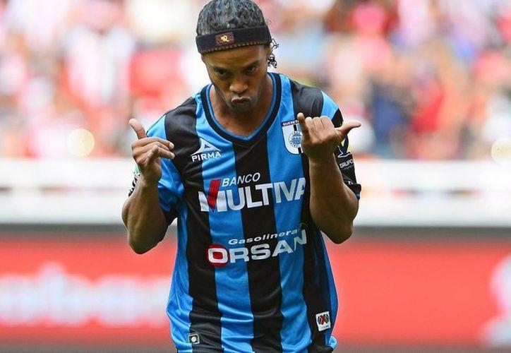 Ronaldinho deja Gallos Blancos de Querétaro para jugar en Turquía. (Foto tomada de posta.com.mx)