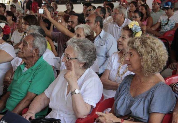 """En el """"Club de los Años Dorados de la Tercera Edad"""" en Cancún ya son 180 miembros. (Archivo/SIPSE)"""