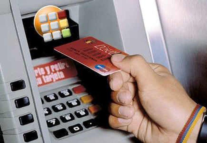 La tendencia es que por persona se manejen tres tarjetas bancarias, por lo que el crecimiento de los cajeros al ser un lugar turístico es primordial. (Redacción/SIPSE)