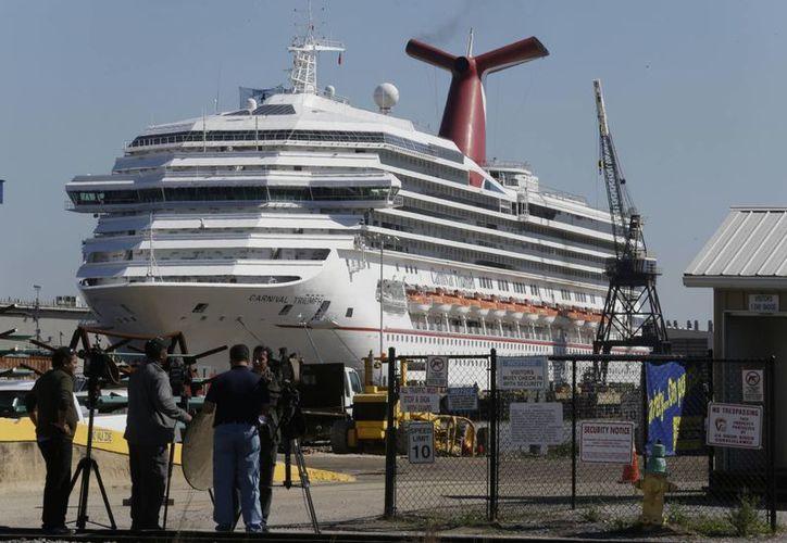 El crucero Carnival Triumph fue remolcado hasta Alabama. (AP)