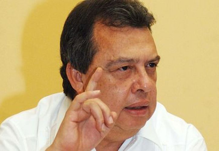 El asistente del gobernador guerrerense Ángel Aguirre Rivero (foto) entregó el dinero. (Notimex)