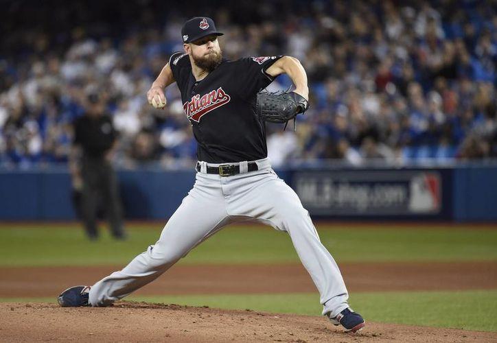 El pitcher derecho Corey Kluber abrirá la Serie Mundial con Indios de Cleveland. (AP)