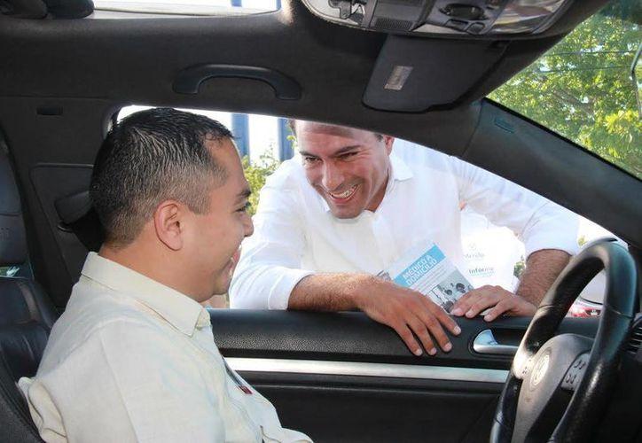 El Ayuntamiento ya invirtió más de 54 millones de pesos en la construcción y mejoramiento  de más de 35 kilómetros de calles, declaró el alcalde Mauricio Vila en el fraccionamiento Vergel. (Foto cortesía del Ayuntamiento de Mérida)
