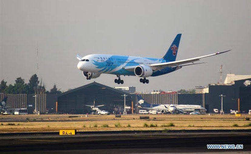 China canceló  más de 1200 vuelos de entrada y salida a Beijing, por el rebrote que ja puesto en jaque al sistema de salud del país oriental. (Foto: Twitter).