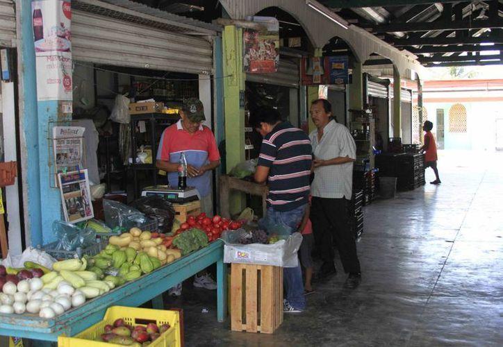 En el caso del mercado Andrés Quintana Roo se requieren alrededor de 10 millones de pesos para remodelarlo. (Harold Alcocer/SIPSE)