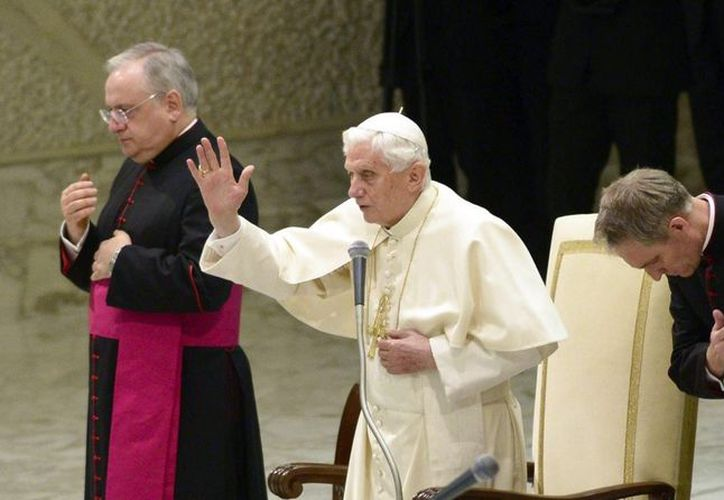 El papa Benedicto XVI en una de sus audiencias públicas de los miércoles. (EFE/Archivo)