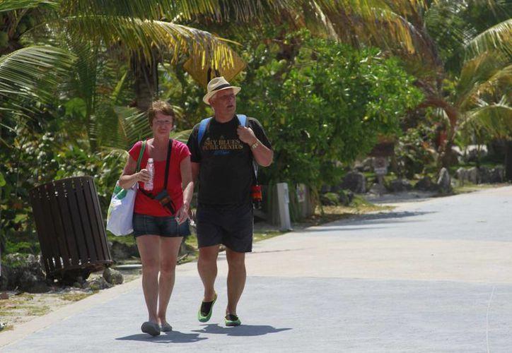 Al mes viajan entre 200 a 250 turistas de Alemania, Finlandia, Francia y Serbia a la Grand Costa Maya. (Harold Alcocer/SIPSE)