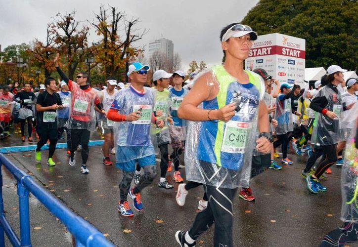 Imagen del maratón de Kanazawa, Japón, en el que el ganador, Viktor Ugarov, fue despojado del primer lugar. (AP/Archivo)