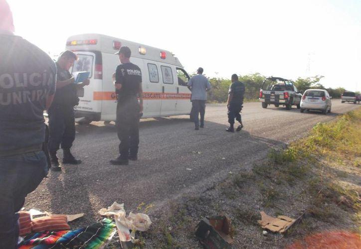 Un automovilista que pasaba por el lugar cerca de las cuatro de la madrugada, dio aviso a las autoridades. (Javier Ortiz/SIPSE)