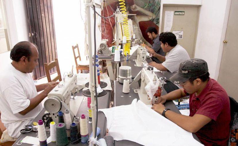 Las maquiladoras ofrecen fuentes de trabajo para los jóvenes. (Milenio Novedades)