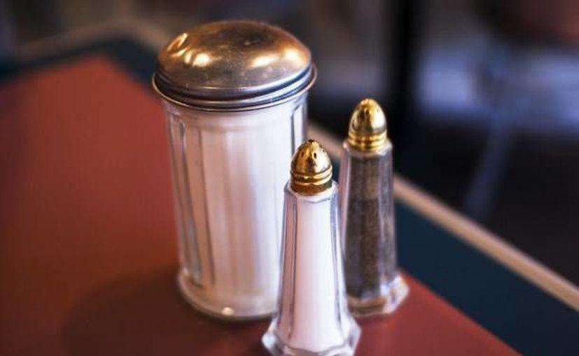 El alto consumo de sal está asociado con enfermedades crónicas como diabetes, hipertensión, trombosis y accidentes cerebrovasculares. (Milenio Novedades)