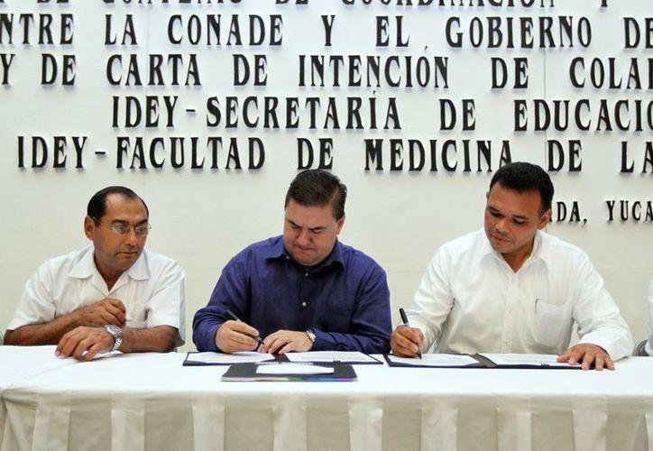 Firma del convenio para apoyar el deporte en Yucatán. (SIPSE)