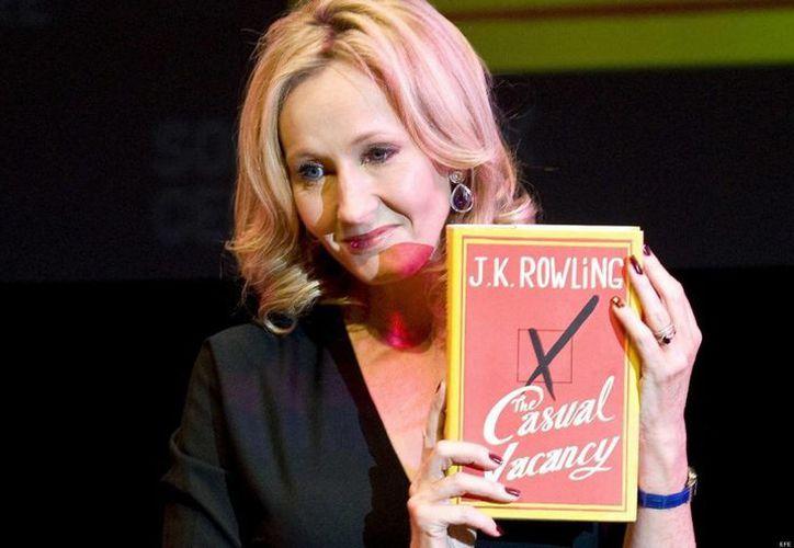 """JK Rowling publicó este libro 15 años después de sacar el primer episodio de la saga de """"Harry Potter"""". (huffingtonpost.es)"""