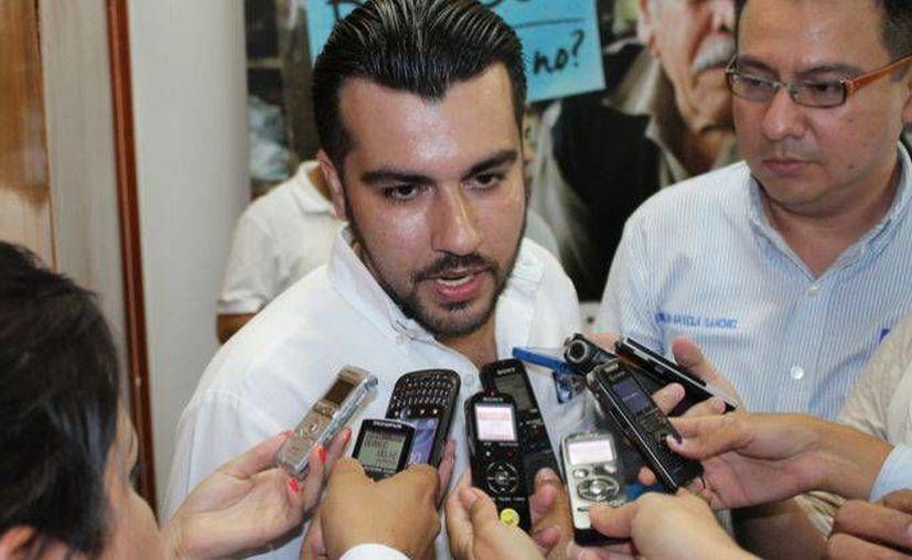 Pese a señalamientos de apoyar a la chapodiputada Lucero Sánchez, Edgardo Burgos Marentes se registró este sábado como precandidato a una diputación local por el distrito 11 del municipio de Navolato, Sinaloa. (debate.com.mx)