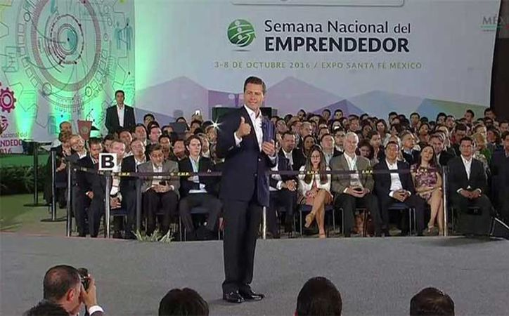 El presidente Enrique Peña Nieto realizó la declaratoria inaugural de la Semana del Emprendedor 2016.  (@PresidenciaMX)