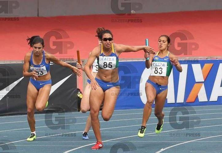 La velocista de 26 años, Vanda Ferreira Gomes (c), suspendida dos años por doping. (gazetapress.com/Foto de archivo)