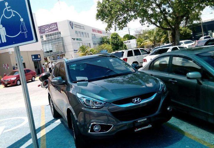 Las personas que necesiten tramitar el tarjetón deben de acudir a las instalaciones de Tránsito. (Redacción/SIPSE)