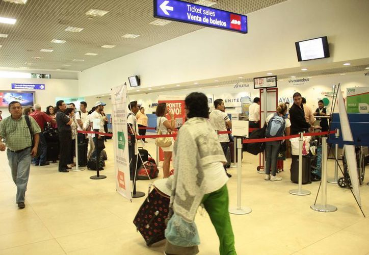 La contingencia ambiental no ha impedido que la Ciudad de México siga siendo considerado el destino número uno del Aeropuerto Internacional de Mérida. (Milenio Novedades)