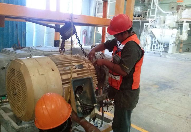 La energía eléctrica representa un fuerte gasto para los industriales yucatecos. (Milenio Novedades)