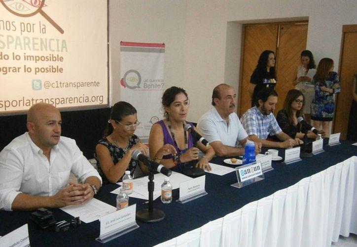 Realizan la conferencia de la carrera pedestre de 5 kilómetros y dan a conocer detalles del evento. (Francisco Gálvez/SIPSE)