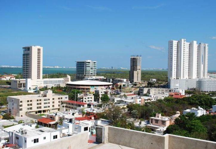 Empresarios hoteleros, restauranteros y de servicios resaltaron la necesidad de analizar e instrumentar acciones para mejorar la operación turística en la República Mexicana. (Contexto/SIPSE)