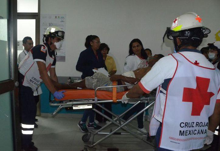 Los lesionados fueron trasladados graves al Hospital General. (Eric Galindo/SIPSE)