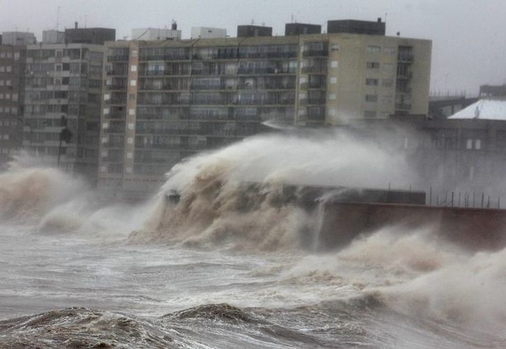 En Brasil se pronostica que la situación climática en Uruguay podría empeorar y prolongarse hasta el 11 de febrero. (EFE)