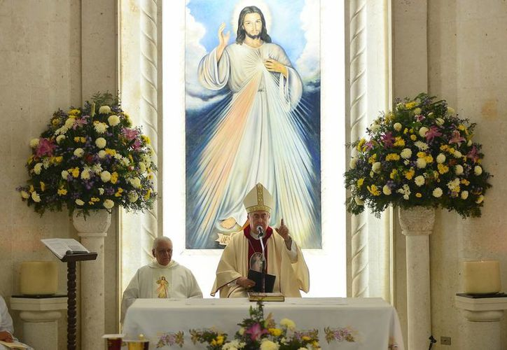 Mons. Berlie habló de la vida de Juan Pablo II yJ uan XXIII. (Milenio Novedades)