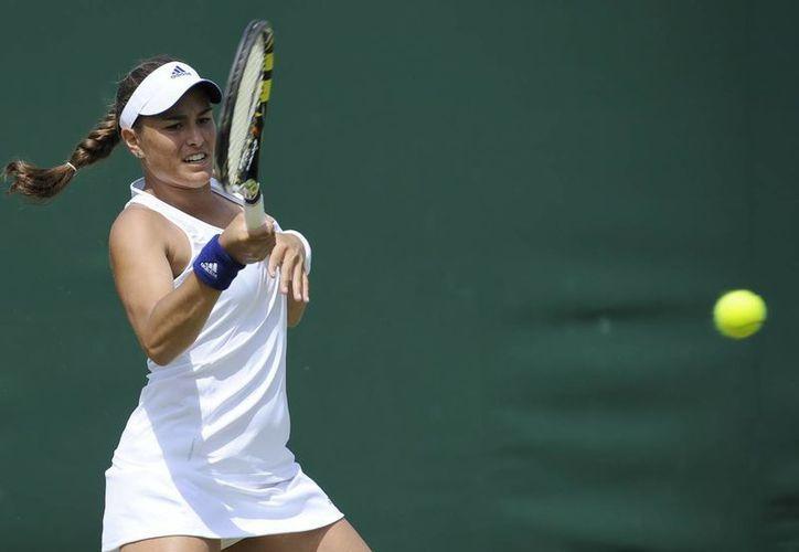 Mónica Puig, número 65 del mundo, ya est´pa entre las 16 mejores jugadores del torneo en Inglaterra. (EFE)
