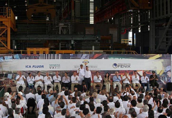 Enrique Peña Nieto se comprometió a fortalecer en los próximos cinco años la industria siderúrgica. (presidencia.gob.mx)