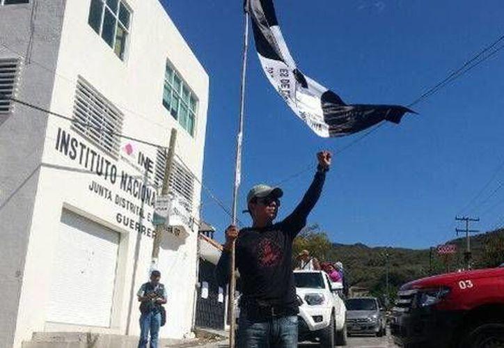 Los maestros de la CETEG iniciaron una movilización en Chilpancingo desde las 11 de la mañana. (Milenio)