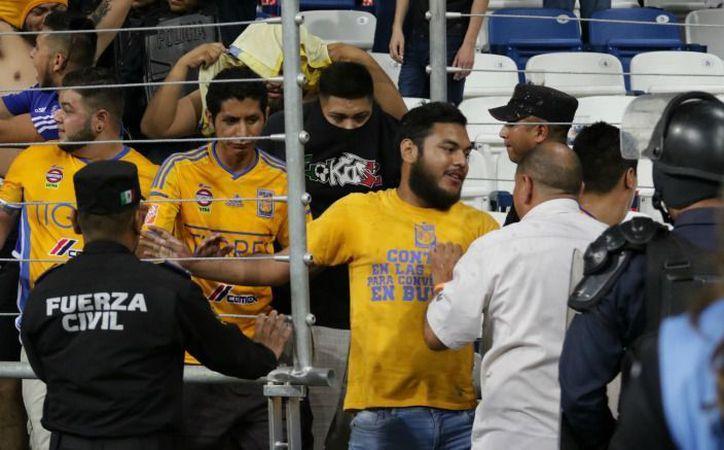 Seguidores de Tigres continúan presentando las denuncias correspondientes por las agresiones que sufrieron. (Récord).